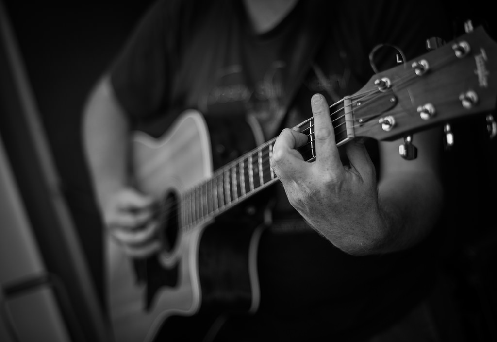 高槻でギターを買うなら『アコースティックプラザ井上楽器』