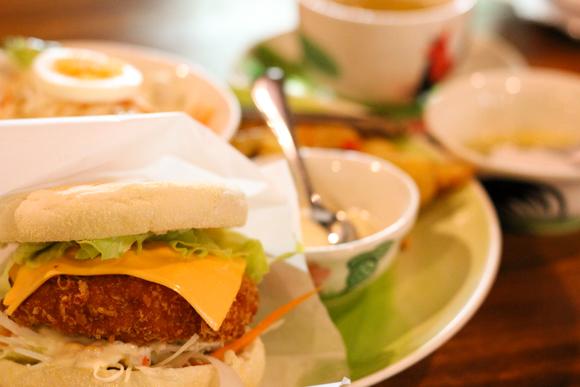 高槻でタイ・バリ料理を食す!『熱帯食堂』