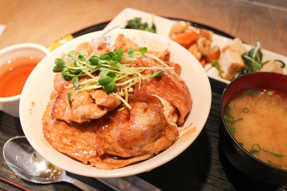 JR高槻駅すぐのおいしいランチ『ライスキッチンひだか』