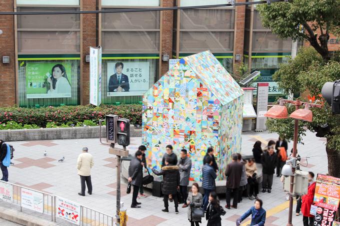 阪急高槻市駅前の噴水を囲んでいる建物について調べてみた。