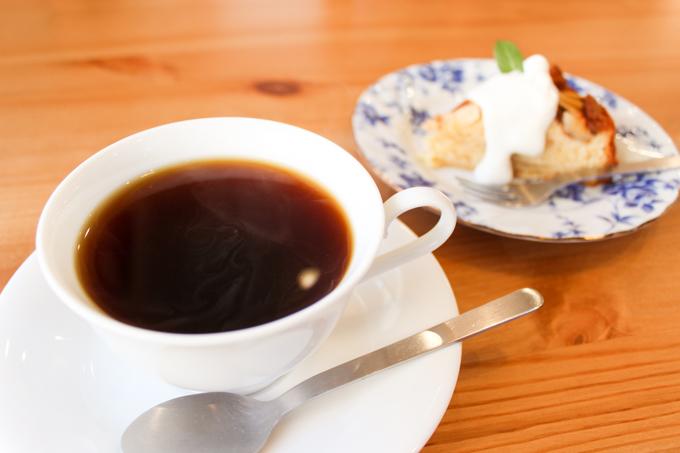 高槻にある木のぬくもりが感じられる喫茶店『緑町CAFE』