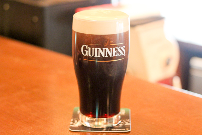 【高槻】貴重なギネスの生ビールが飲めるダイニングバー『OARS(オールズ)』
