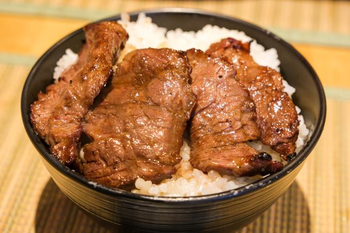 高槻市にある精肉卸問屋『肉のやまかわ』のイートインで食べるお得な焼肉ランチ